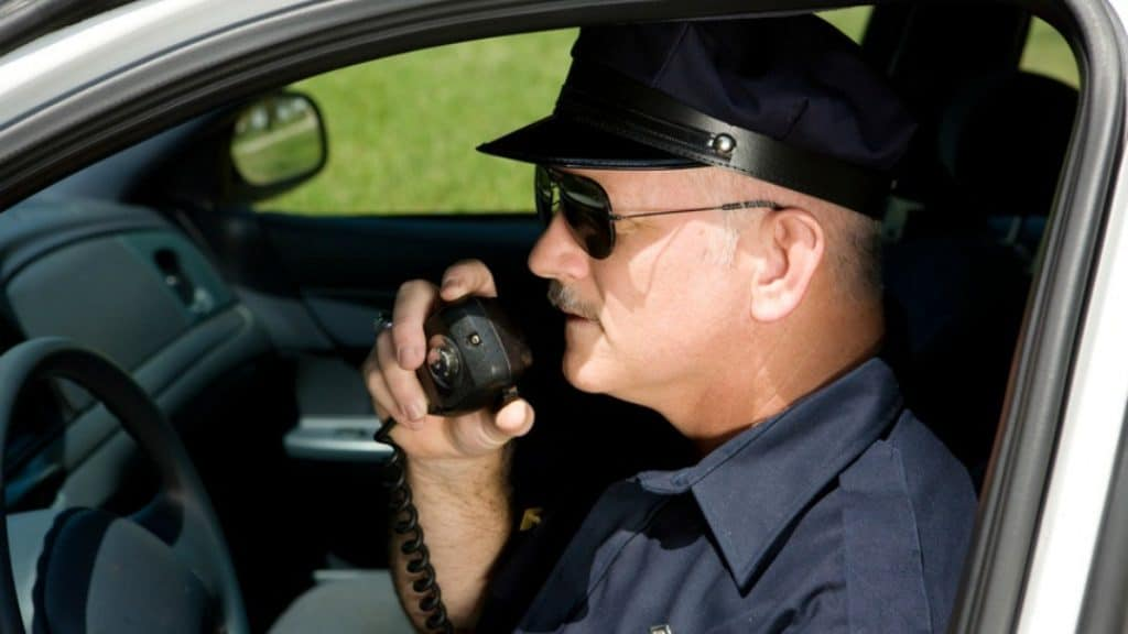 officer use police radio